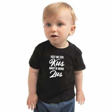 Meisjes geef een kus ik word zus cadeau t shirt zwart peuter/ meisje aankodiging zwangerschap grote zus