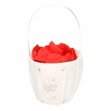 Meisjes strooimandje met hartjes inclusief rode rozenblaadjes