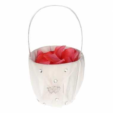 Meisjes strooimandje met hartjes inclusief roze rozenblaadjes